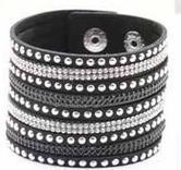 Snyggt armband med nitar & strass! Brett - Svart